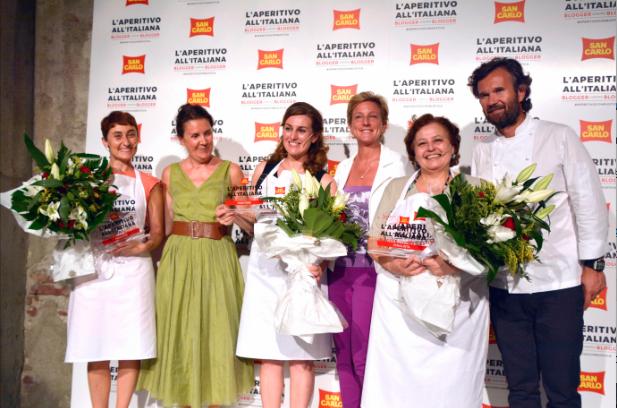 Nella foto, da sinistra: Veruska Anconitano (blogger finalista), Nicoletta Cernuto (direttore creativo JWT), Lisa Fontana (blogger vincitrice), Susanna Vitaloni (vice presidente San Carlo Gruppo Alimentare), Doriana Tucci (blogger finalista), Carlo Cracco